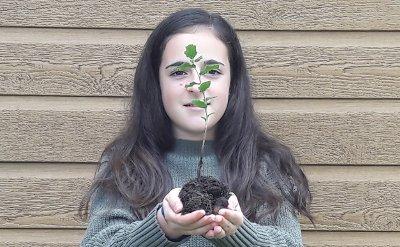 Silvia Bartolomé Planta un Quercus Arribes del Duero